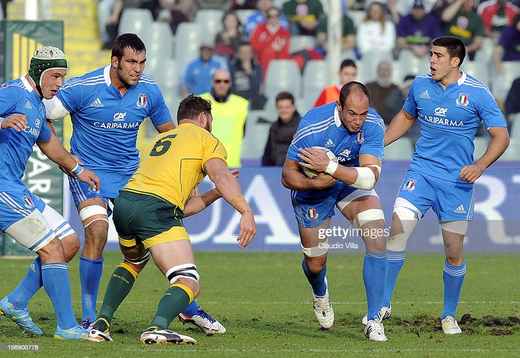<a gi-track='captionPersonalityLinkClicked' href=/galleries/search?phrase=Sergio+Parisse&family=editorial&specificpeople=648570 ng-click='$event.stopPropagation()'>Sergio Parisse</a> of Italy (C) during the international rugby test match between Italy and Australia at Artemio Franchi on November 24, 2012 in Florence, Italy.