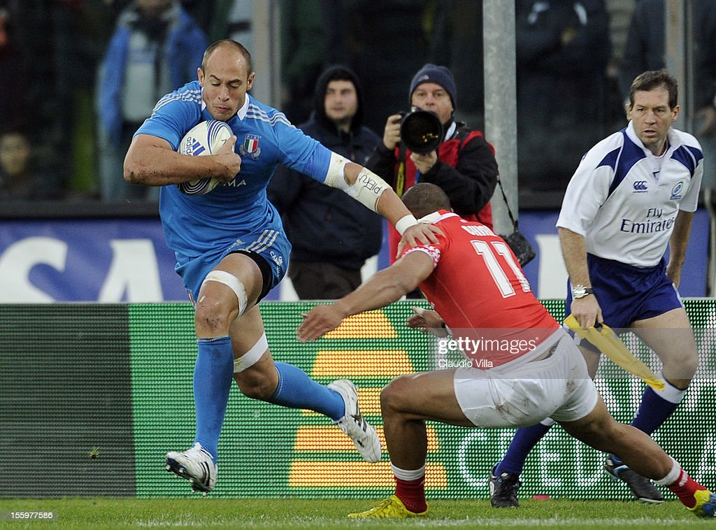 <a gi-track='captionPersonalityLinkClicked' href=/galleries/search?phrase=Sergio+Parisse&family=editorial&specificpeople=648570 ng-click='$event.stopPropagation()'>Sergio Parisse</a> of Italy (L) during the international test match between Italy and Tonga at Mario Rigamonti Stadium on November 10, 2012 in Brescia, Italy.