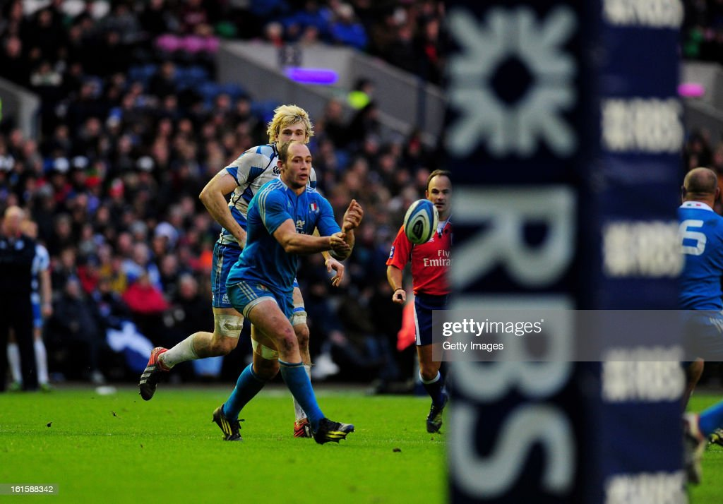 Sergio Parisse of Italy passes the ball during the RBS Six Nations match between Scotland and Italy at Murrayfield Stadium on February 9, 2013 in Edinburgh, Scotland.