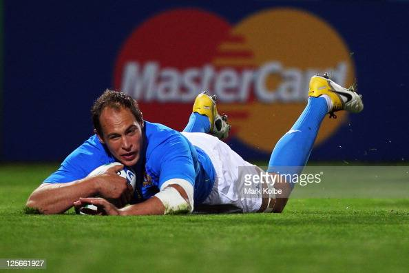 Sergio Parisse of Italy scores their first try during the IRB 2011 Rugby World Cup Pool C match between Italy and Russia at Trafalgar Park on...