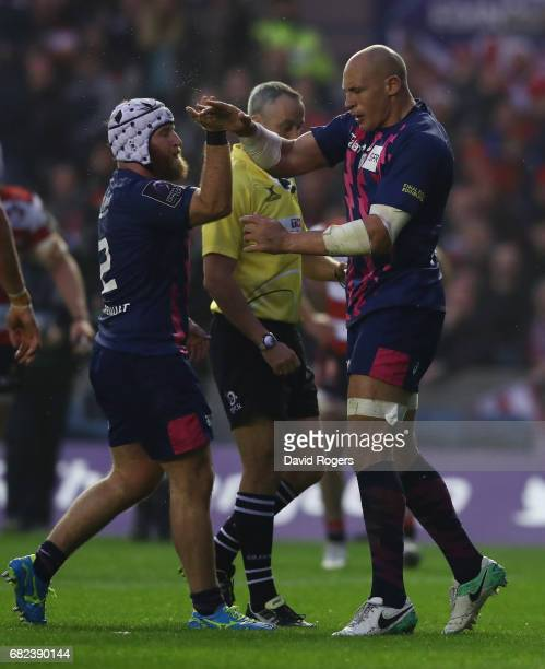 Sergio Parisse of Stade Francais celebrates with Remi Bonfils of Stade Francais after scoring his teeam's first try during the European Rugby...