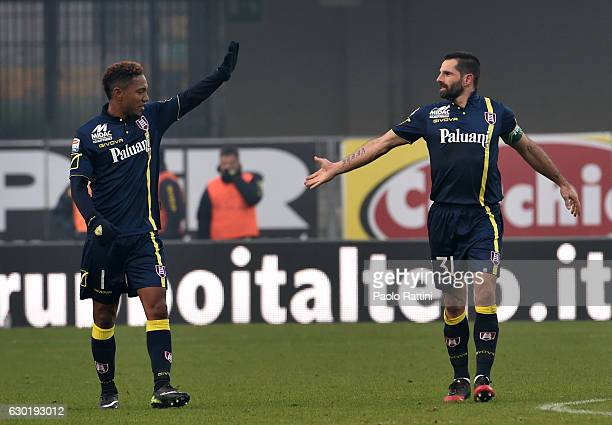 Sergio Pellissier and Jonathan De Gudzman of Chievo celebrate after penalty 20 during the Serie A match between AC ChievoVerona and UC Sampdoria at...