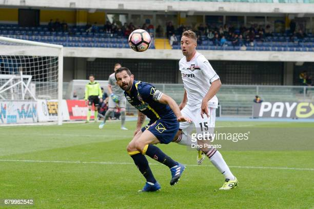 Sergio Pellissier of AC ChievoVerona competes with Thiago Rangel Cionek of US Citta di Palermo during the Serie A match between AC ChievoVerona and...