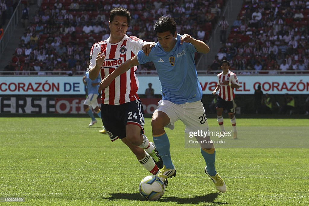 <a gi-track='captionPersonalityLinkClicked' href=/galleries/search?phrase=Sergio+Perez+-+Soccer+Player&family=editorial&specificpeople=8768013 ng-click='$event.stopPropagation()'>Sergio Perez</a> Moya of Chivas Guadalajara and Angel Luis Mendoza of San Luis fight for the ball during a match of the Clausura Liga MX Round 5 in Omnilife Stadium on February 3, 2013 in Guadalajara, Mexico.