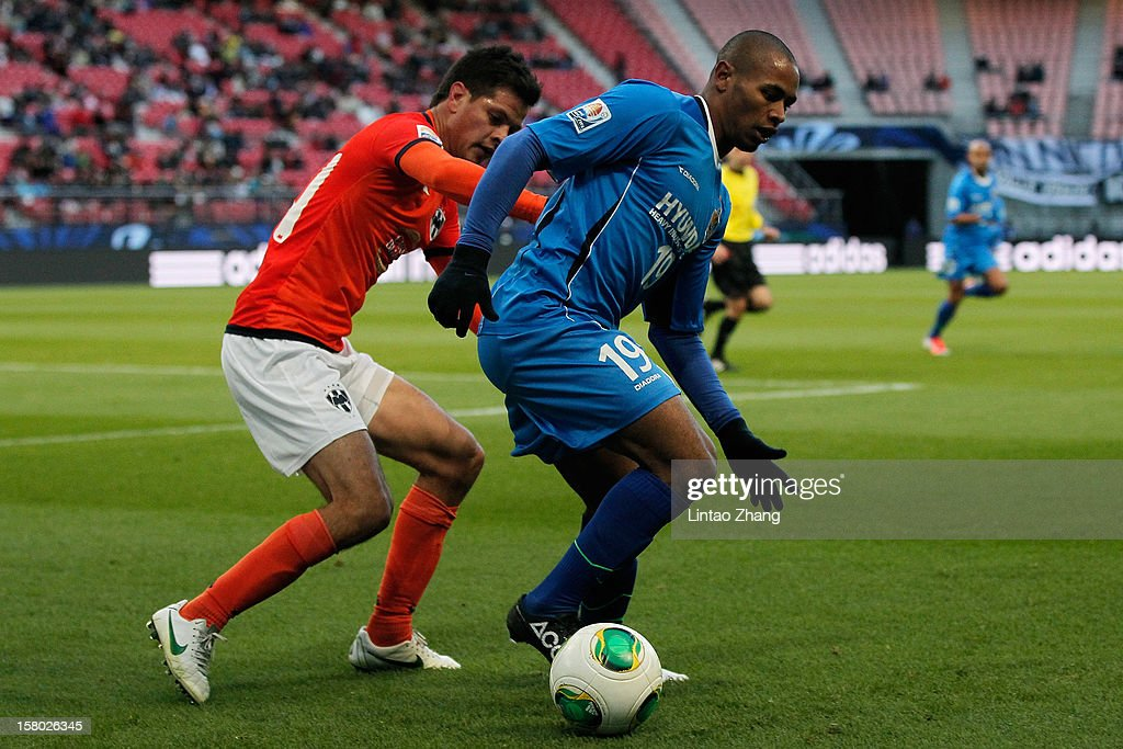 Sergio Perez (L) of Monterrey challenges Rafinha (R) of Ulsan Hyundai during the FIFA Club World Cup Quarter Final match between Ulsan Hyundai and CF Monterrey at Toyota Stadium on December 9, 2012 in Toyota, Japan.