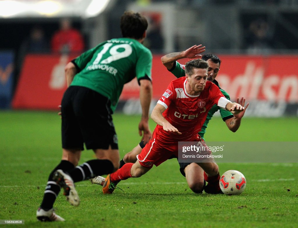 <a gi-track='captionPersonalityLinkClicked' href=/galleries/search?phrase=Sergio+Pinto&family=editorial&specificpeople=683636 ng-click='$event.stopPropagation()'>Sergio Pinto</a> da Silva of Hannover challenges <a gi-track='captionPersonalityLinkClicked' href=/galleries/search?phrase=Andreas+Lambertz&family=editorial&specificpeople=2505535 ng-click='$event.stopPropagation()'>Andreas Lambertz</a> of Duesseldorf during the Bundesliga match between Fortuna Duesseldorf 1895 and Hannover 96 at Esprit-Arena on December 15, 2012 in Duesseldorf, Germany.