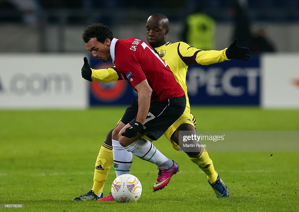 Sergio Pinto (L) of Hannover and Lassana Diarra (R) of Makhachkala battle for the ball during the UEFA Europa League Round of 32 second leg match between Hannover 96 and Anji Makhachkala at AWD Arena on February 21, 2013 in Hannover, Germany.