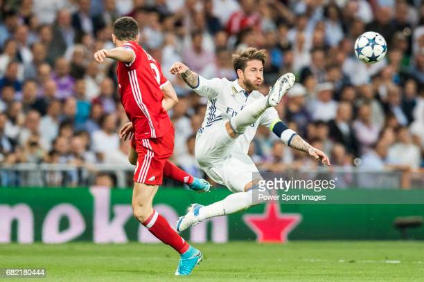 Sergio Ramos of Real Madrid battles for the ball with Robert Lewandowski of FC Bayern Munich during their 201617 UEFA Champions League Quarterfinals...