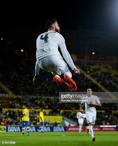 Sergio Ramos of Real Madrid CF celebrates scoring their opening goal during the La Liga match between UD Las Palmas and Real Madrid CF at Estadio de...