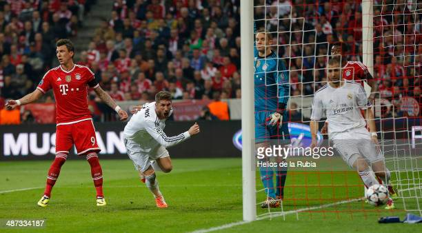 Sergio Ramos of Real Madrid scores a goal during the UEFA Champions League Semi Final second leg match between FC Bayern Muenchen and Real Madrid at...