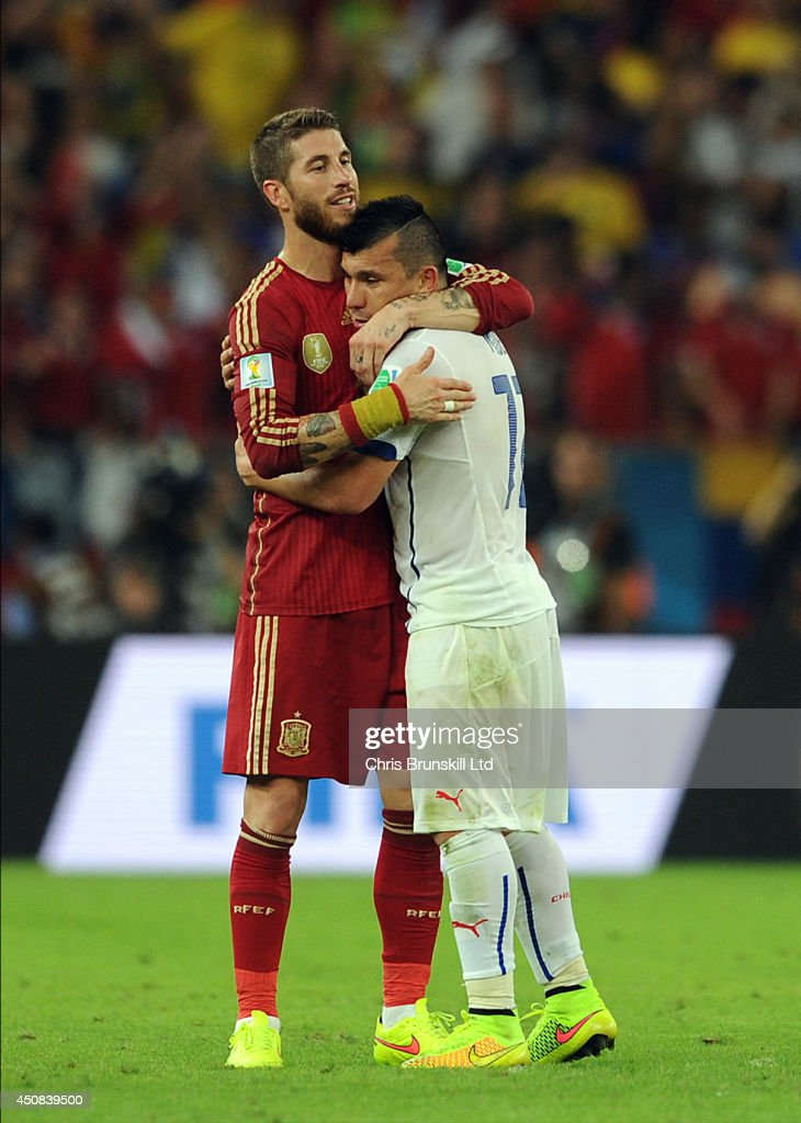 Sergio Ramos of Spain embraces <a gi-track='captionPersonalityLinkClicked' href=/galleries/search?phrase=Gary+Medel&family=editorial&specificpeople=4123504 ng-click='$event.stopPropagation()'>Gary Medel</a> of Chile at full-time following the 2014 FIFA World Cup Brazil Group B match between Spain and Chile at Maracana Stadium on June 18, 2014 in Rio de Janeiro, Brazil.