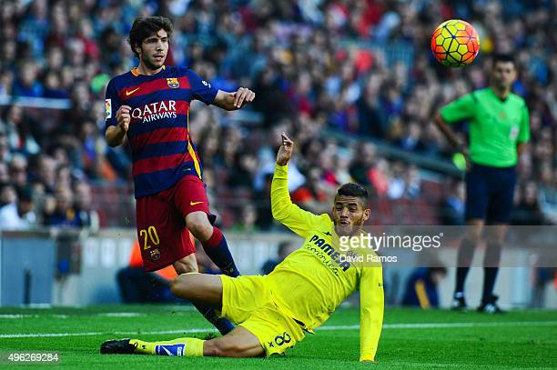Sergio Roberto of FC Barcelona competes for the ball with Jonathan dos Santos of Villarreal CFduring the La Liga match between FC Barcelona and...