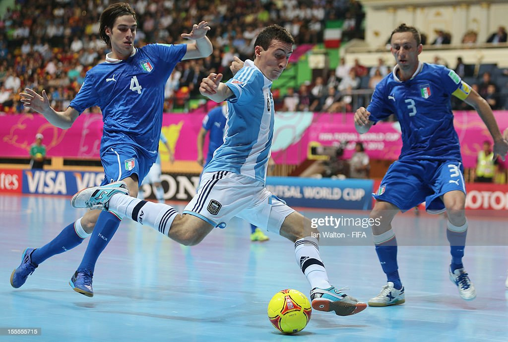 Sergio Romano of Italy tries to tackle Maximiliano Rescia of Argentina during the FIFA Futsal World Cup Thailand 2012, Group D match between Argentina and Italy at Nimibutr Stadium on November 5, 2012 in Bangkok, Thailand.
