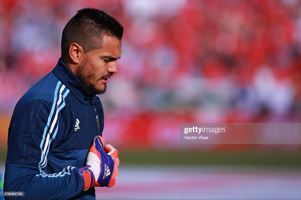 <a gi-track='captionPersonalityLinkClicked' href=/galleries/search?phrase=Sergio+Romero&family=editorial&specificpeople=4100804 ng-click='$event.stopPropagation()'>Sergio Romero</a> of Argentina looks on prior the 2015 Copa America Chile Final match between Chile and Argentina at Nacional Stadium on July 04, 2015 in Santiago, Chile.