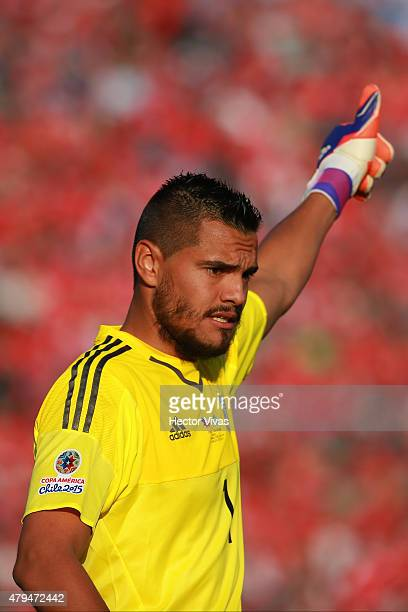 Sergio Romero of Argentina signals during the 2015 Copa America Chile Final match between Chile and Argentina at Nacional Stadium on July 04 2015 in...