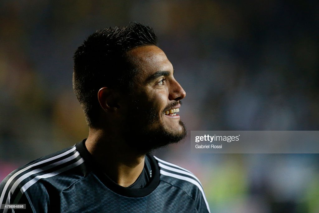 <a gi-track='captionPersonalityLinkClicked' href=/galleries/search?phrase=Sergio+Romero&family=editorial&specificpeople=4100804 ng-click='$event.stopPropagation()'>Sergio Romero</a> of Argentina smiles after the penalty shootout during the 2015 Copa America Chile quarter final match between Argentina and Colombia at Sausalito Stadium on June 26, 2015 in Viña del Mar, Chile.