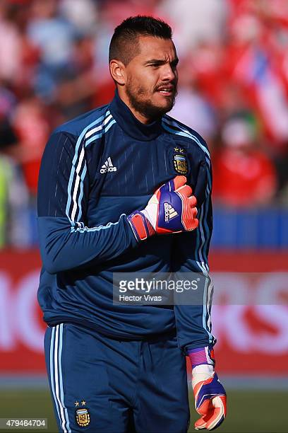 Sergio Romero of Argentina warms up prior the 2015 Copa America Chile Final match between Chile and Argentina at Nacional Stadium on July 04 2015 in...