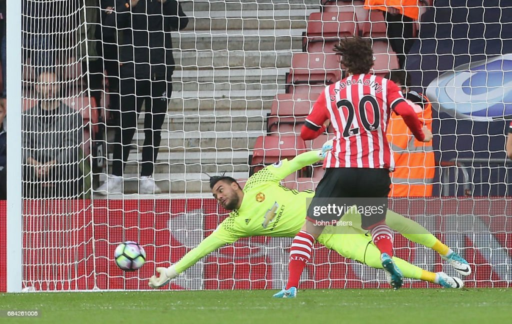 Sergio Romero of Manchester United saves a penalty from Manolo Gabbiani of Southampton during the Premier League match between Southampton and Manchester United at St Mary's Stadium on May 17, 2017 in Southampton, England.