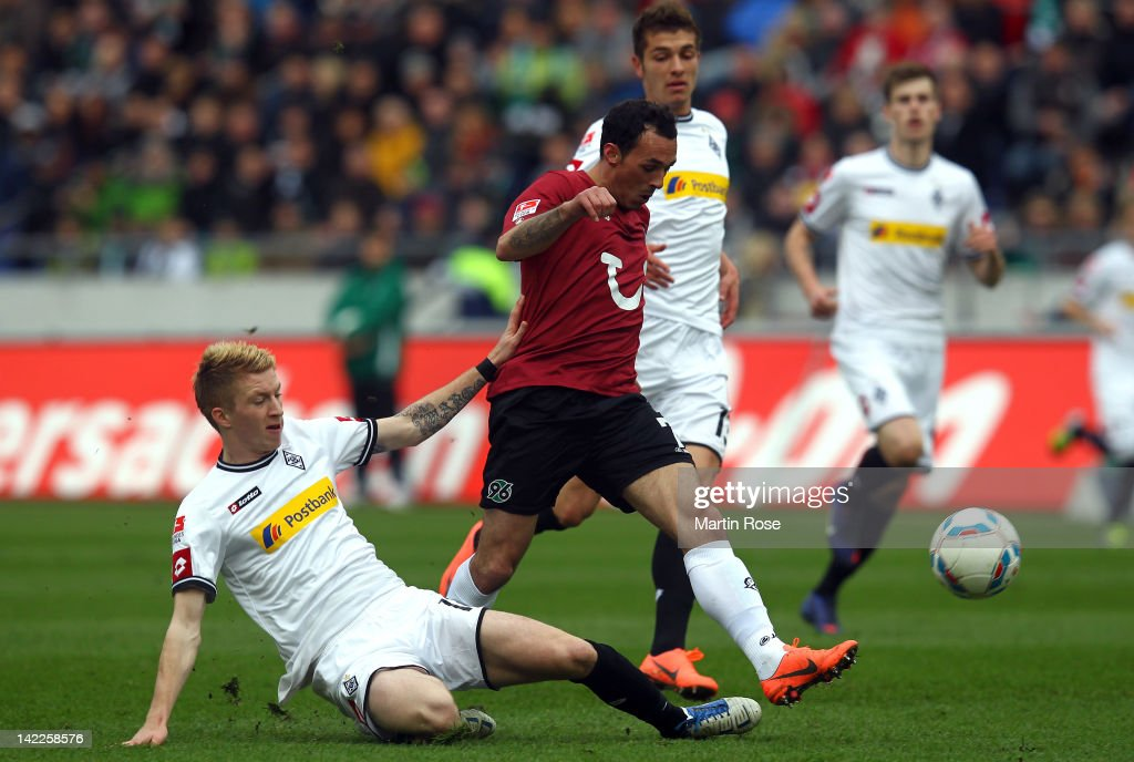 Sergip Pinto (R) of Hannover and <a gi-track='captionPersonalityLinkClicked' href=/galleries/search?phrase=Marco+Reus&family=editorial&specificpeople=5445884 ng-click='$event.stopPropagation()'>Marco Reus</a> (L) of Gladbach battle for the ball during the Bundesliga match between Hannover 96 and Borussia Moenchengladbach at AWD Arena on April 01, 2012 in Hanover, Germany.