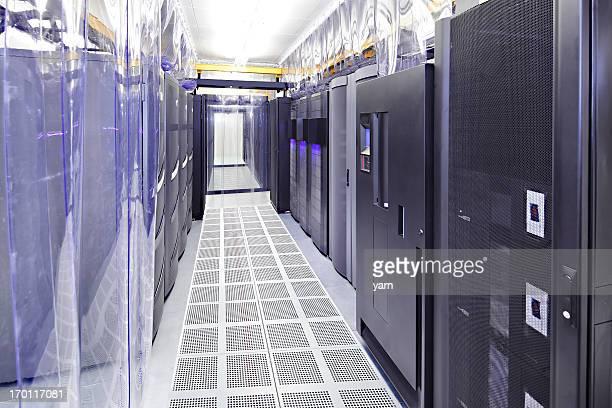 Salle de serveurs dans un centre de données