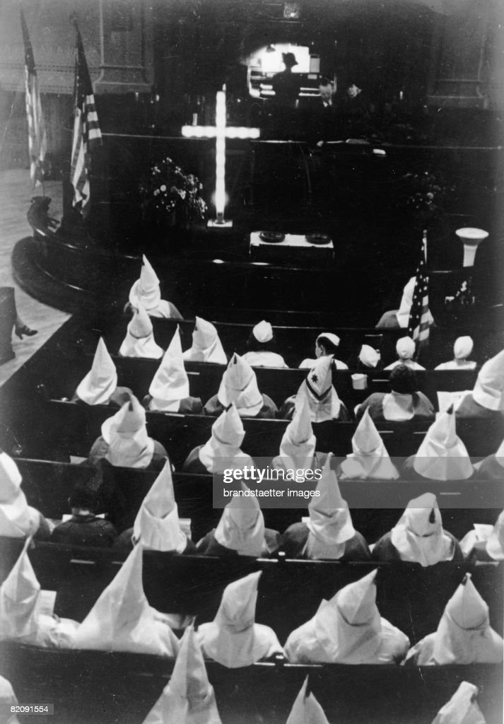 Service of the Ku Klux Klan near the highest Court of Justice, Photograph, Around 1935 (Photo by Imagno/Getty Images) [Gottesdienst des Ku-Klux-Klan in der N?he des Obersten Gerichtshofes, Photographie, Um 1935]