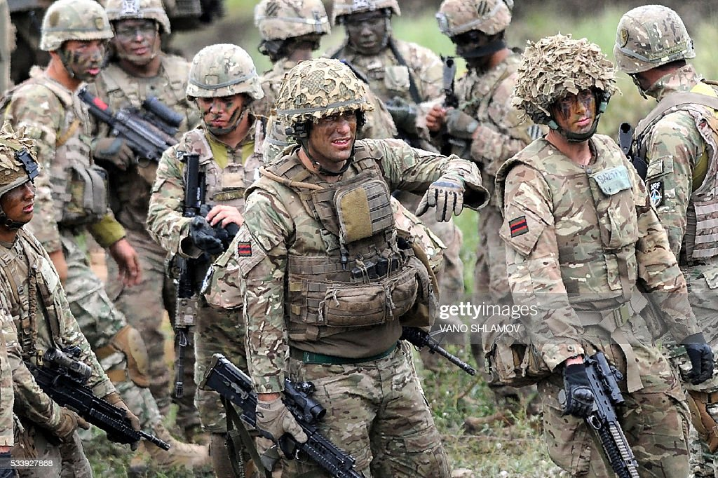 Servicemen take part in the Noble Partner 2016 joint military exercise at the Vaziani training area outside Tbilisi on May 24, 2016. Some 500 Georgian, 650 US and 150 British troops are taking part in the drills, billed as the largest ever to be held in the Caucasus nation, which fought a brief war with Russia in 2008. / AFP / Vano Shlamov