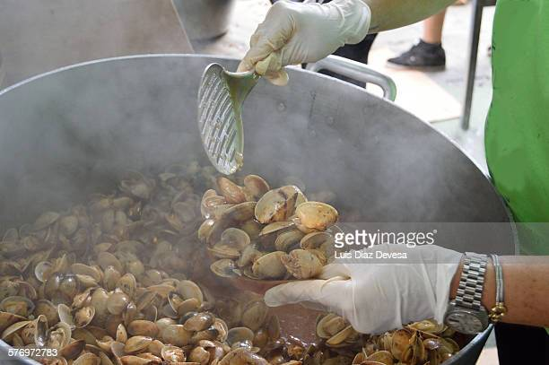 Serving clams