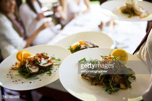 Fuente para servir comida fotograf as e im genes de stock for Servir comida