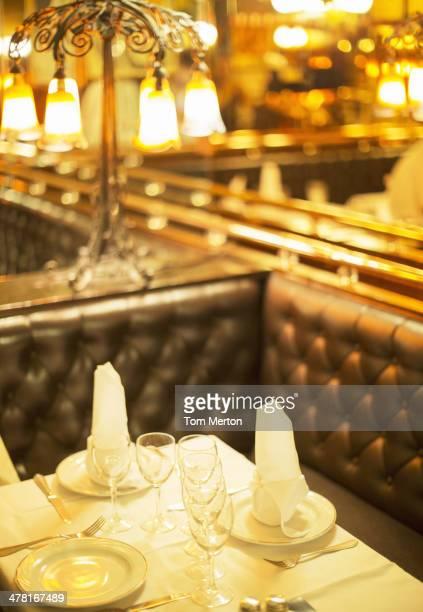 Set table in restaurant