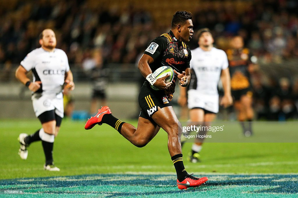 <a gi-track='captionPersonalityLinkClicked' href=/galleries/search?phrase=Seta+Tamanivalu&family=editorial&specificpeople=9743583 ng-click='$event.stopPropagation()'>Seta Tamanivalu</a> of the Chiefs breaks away for a try during the round 10 Super Rugby match between the Chiefs and the Sharks at Yarrow Stadium on April 29, 2016 in New Plymouth, New Zealand.