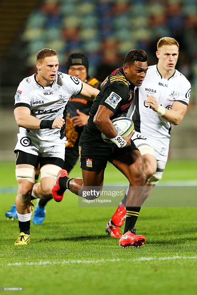Seta Tamanivalu of the Chiefs breaks away for a try during the round 10 Super Rugby match between the Chiefs and the Sharks at Yarrow Stadium on April 29, 2016 in New Plymouth, New Zealand.