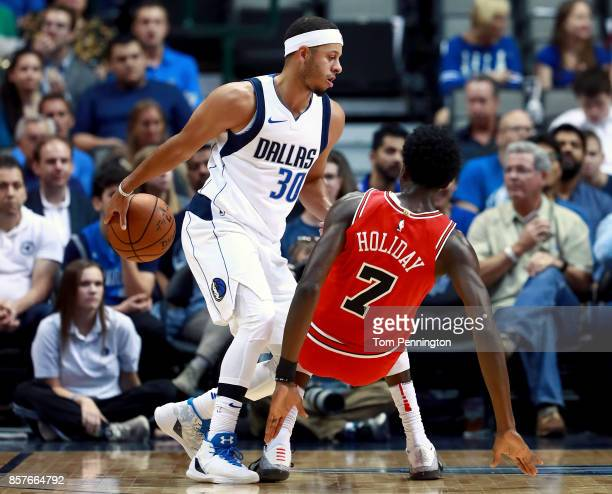 Seth Curry of the Dallas Mavericks controls the ball against Justin Holiday of the Chicago Bulls in the first half at American Airlines Center on...