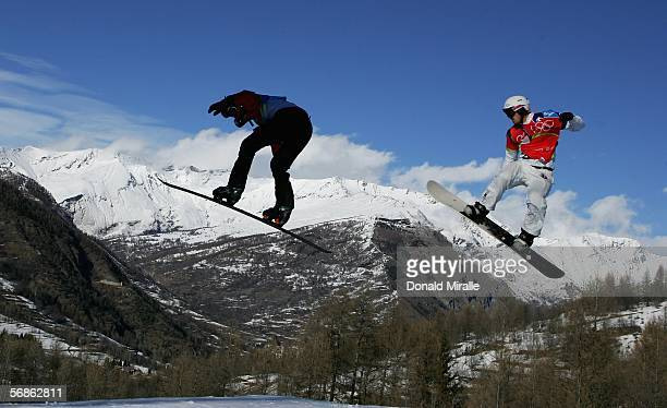 Seth Wescott of the United States of America on his way to winning the Gold Medal in the Mens Snowboard Cross Final on Day 6 of the 2006 Turin Winter...