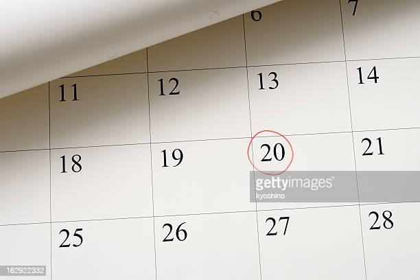 L'impostazione di una data sul calendario da penna rossa