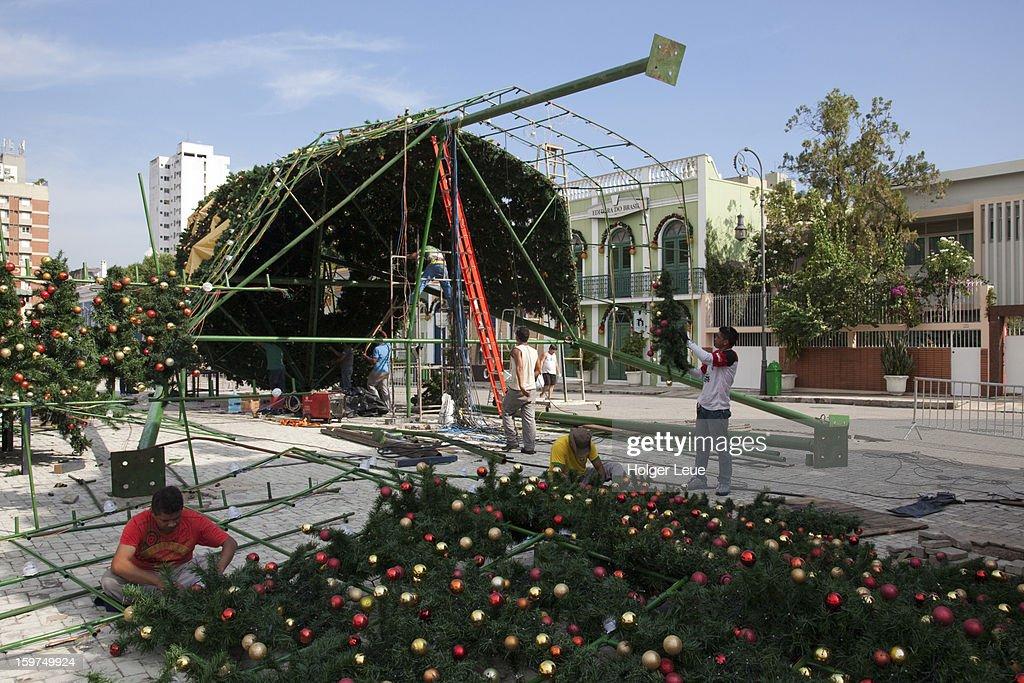 Setting up Christmas tree near Teatro Amazonas : Stock Photo