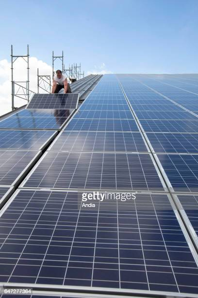Setting up of photovoltaic panels on the roof of a farm shed