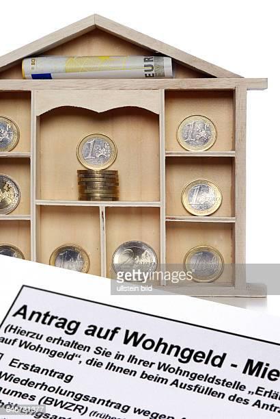 Setzkasten mit EuroMünzen und Antrag auf Wohngeld