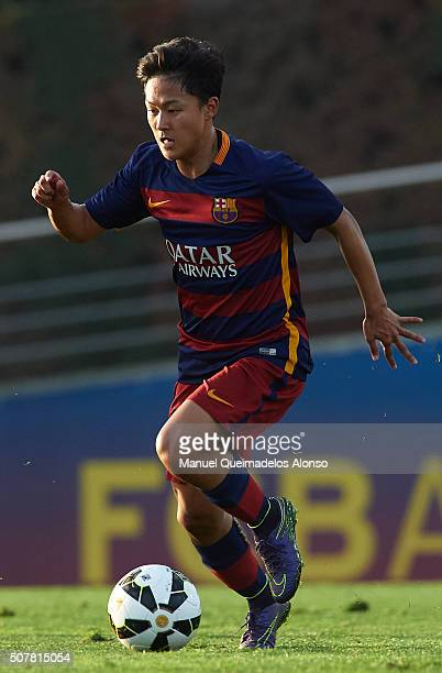 Seung Woo Lee of Barcelona runs with the ball during the match between FC Barcelona U18 and Real Zaragoza U18 at Ciutat Esportiva Joan Gamper on...