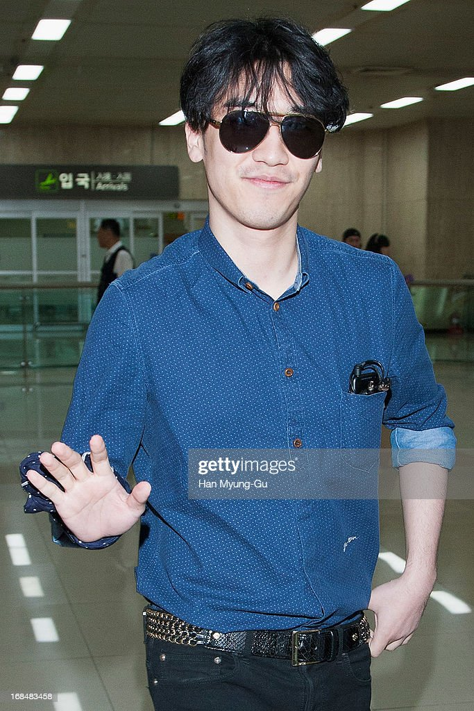<a gi-track='captionPersonalityLinkClicked' href=/galleries/search?phrase=Seungri&family=editorial&specificpeople=8201741 ng-click='$event.stopPropagation()'>Seungri</a> of South Korean boy band Bigbang is seen at Gimpo International Airport on May 10, 2013 in Seoul, South Korea.