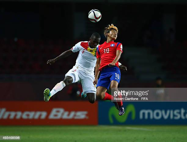 Seungwoo Lee of Korea Republic is challenged by Moussa Soumah of Guinea during the FIFA U17 World Cup Group B match between Korea Republic and Guinea...