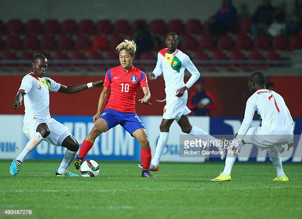 Seungwoo Lee of Korea Republic is pressured by his opponents during the FIFA U17 World Cup Group B match between Korea Republic and Guinea at Estadio...