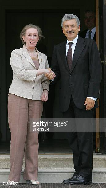 British Foreign Secretary Margaret Beckett meets her Italian counterpart Massimo D`Alema at Chevening House in Kent in southeast England 11 September...