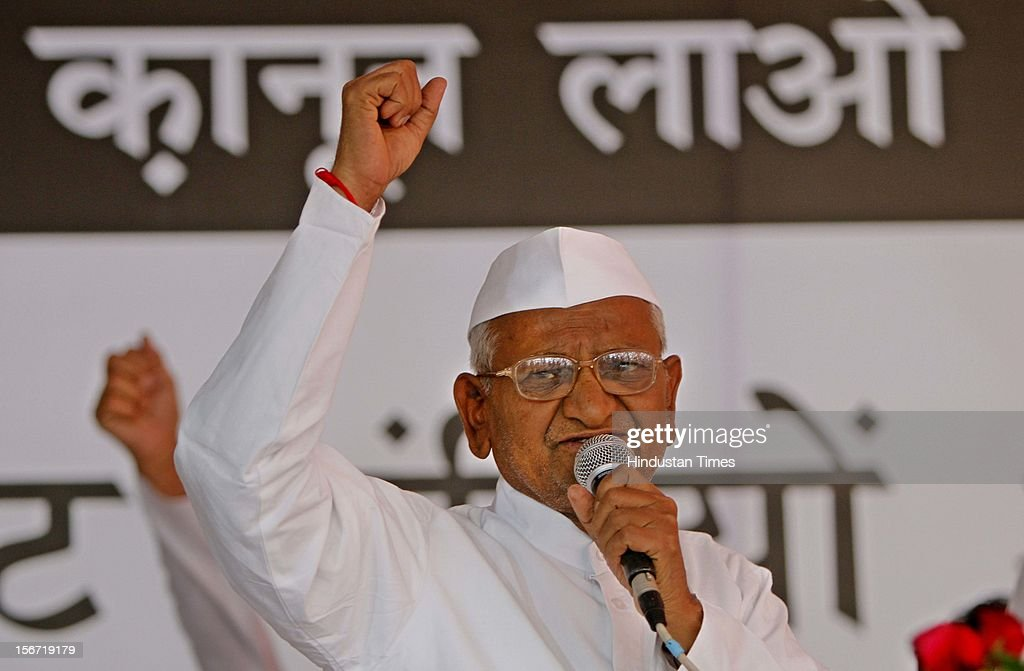 'NEW DELHI, INDIA - AUGUST 3: Seventy four years old Anna Hazare on fast, Former Army chief Gen VK Singh will share dais with him and offer juice to break his six-day long fast on August 3, 2012 in New Delhi, India. (Photo by Mohd Zakir/Hindustan Times via Getty Images)'