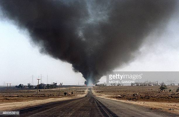 Several blownout wells damaged by retreating Iraqi soldiers in AlAhmadi oil field burn 05 June 1991 in southern Kuwait In 1991 Iraqi troops...