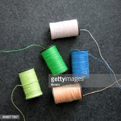 several spools of colorful thread : Stockfoto