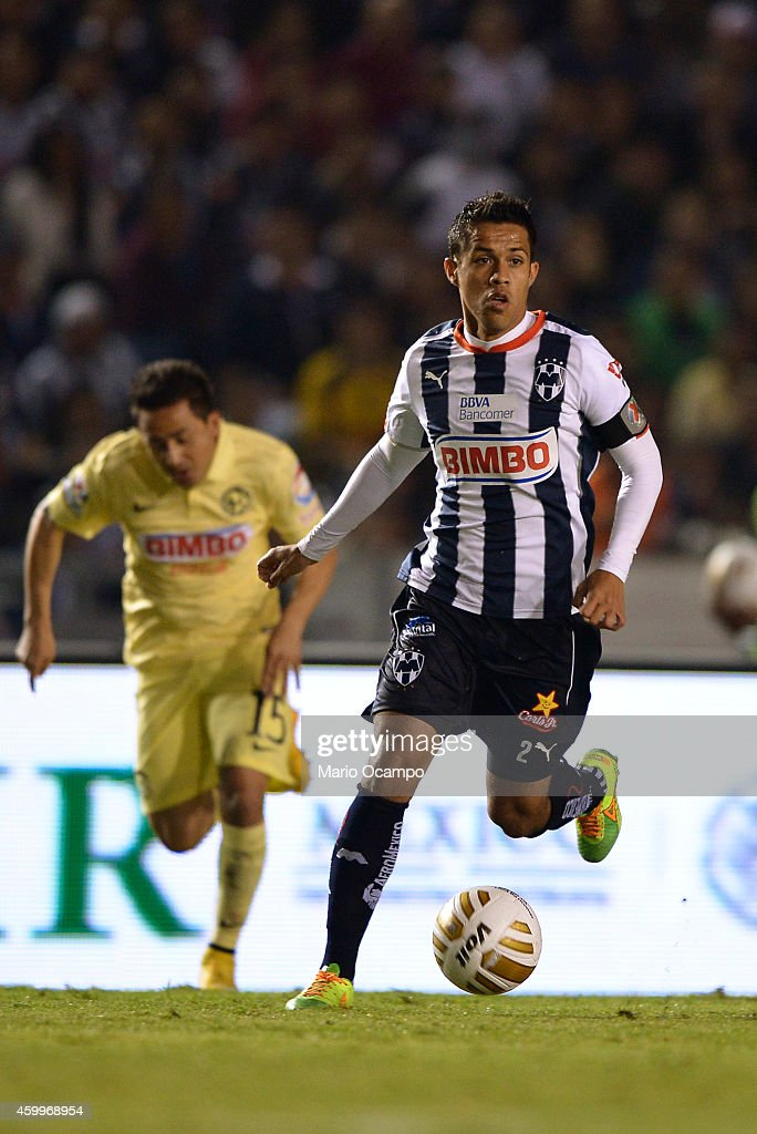 Severo Meza of Monterrey drives the ball during a semifinal first leg match between Monterrey and America as part of the Apertura 2014 Liga MX at...