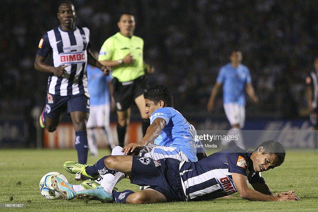 Severo Meza (R) of Monterrey struggles for the ball with Santiago Trellez (L) of San Luis during a match between Monterrey v San Luis as part of the Clausura 2013 Liga MX at Tecnologico Stadium on January 26, 2013 in Monterrey, Mexico.