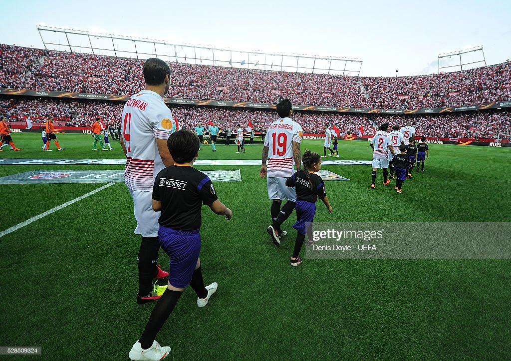 Sevilla and Shakhtar Donetsk players walk on to the pitch for the UEFA Europa League Semi Final second leg match between Sevilla and Shakhtar Donetsk at the Sanchez Pizjuan stadium on May 5, 2016 in Seville, Spain.