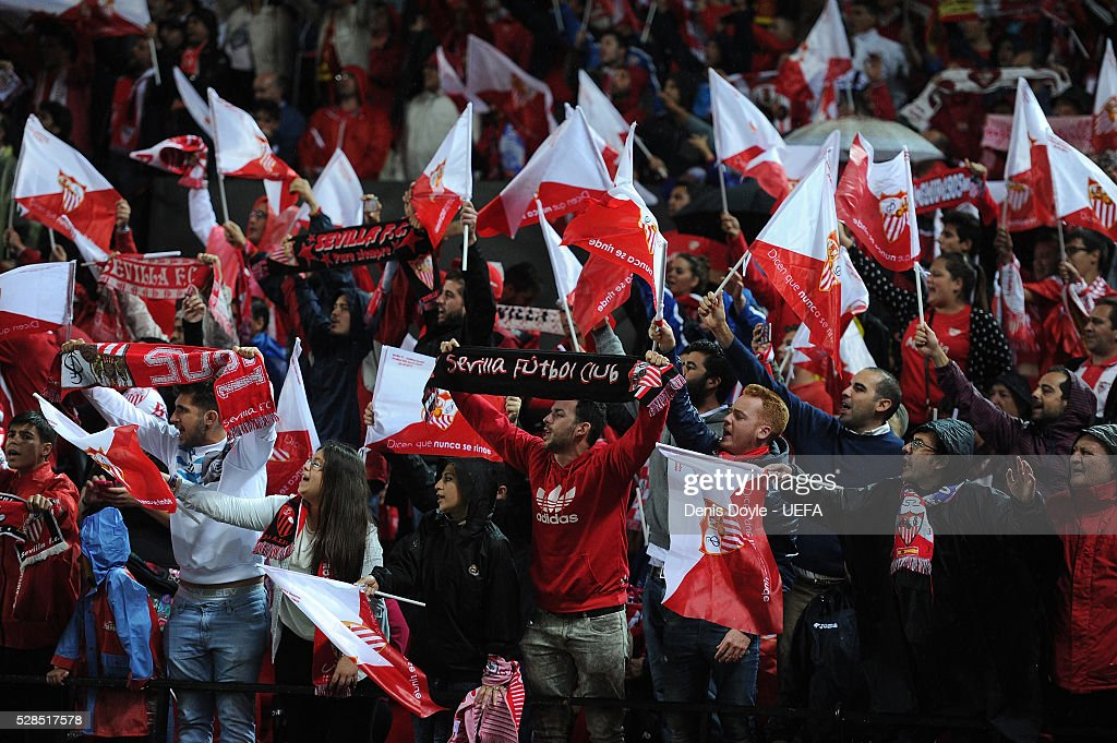Sevilla fans cheer on their team during the UEFA Europa League Semi Final second leg match between Sevilla and Shakhtar Donetsk at the Sanchez Pizjuan stadium on May 5, 2016 in Seville, Spain.
