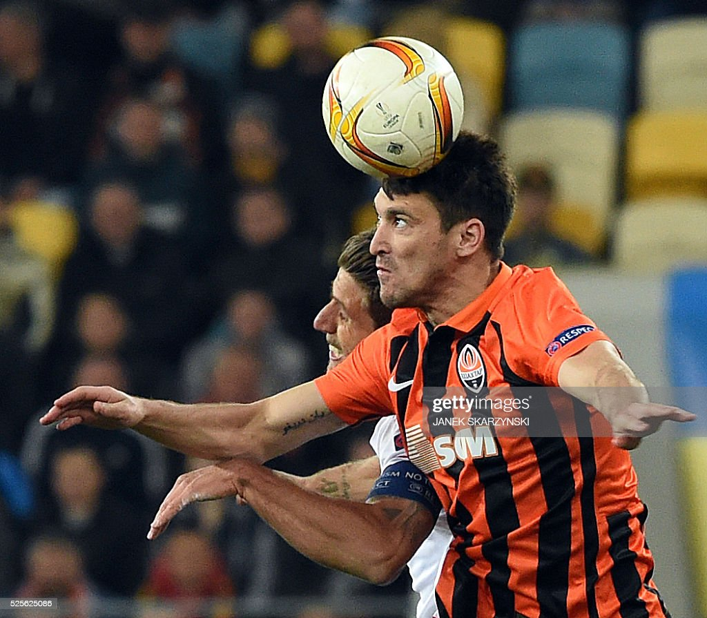 Sevilla FC Daniel Carrico (L) vies for a ball with Shakhtar Donetsk Facundo Ferreyra during the UEFA Europa League semi-final football match FC Shakhtar Donetsk vs Sevilla FC at the Arena Lviv stadium in Lviv on April 28, 2016. / AFP / JANEK